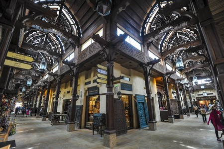 Photo pour DUBAI, UNITED ARAB EMIRATES (UAE) - APRIL 14, 2012: The Madinat Souk at Madinat Jumeirah Hotel, Dubai. The traditional Arabian souk is a shopping paradise located in one of the Jumeirah Group's flagship resorts. - image libre de droit