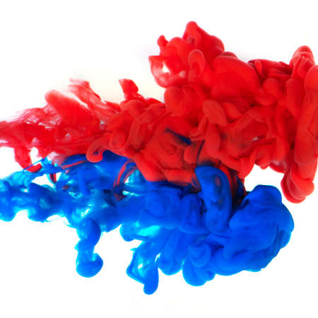 Photo pour Cloud of blue and red ink on white background. - image libre de droit