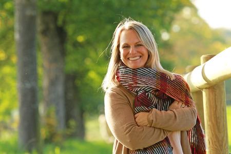 Photo pour Happy mature woman on a walk in nature in autumn - image libre de droit