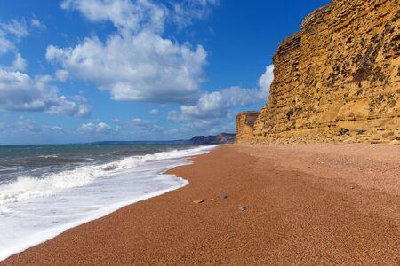 Photo pour Jurassic coast beach Freshwater near West Bay Dorset UK - image libre de droit