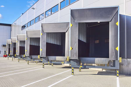 Photo pour Loading Dock Bay Doors at Distribution Warehouse - image libre de droit