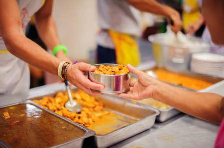 Foto de Volunteers donate food to help homeless and hungry people. - Imagen libre de derechos