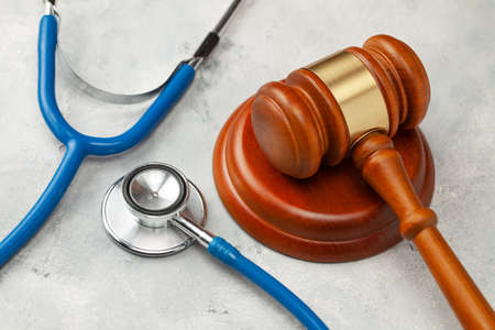Photo pour Judge gavel and stethoscope. The law in medicine, the sentence on medical negligence - image libre de droit