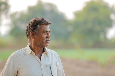 Photo pour Indian farmer at field - image libre de droit