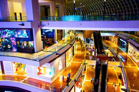 Photo pour Singapore City, Singapore - April 10, 2019: The Shoppes at Marina Bay Sands is a luxury brands shopping mall - image libre de droit