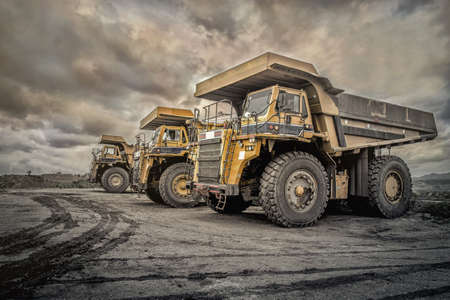 Photo pour Coal mining. The truck transporting coal, Thailand. - image libre de droit