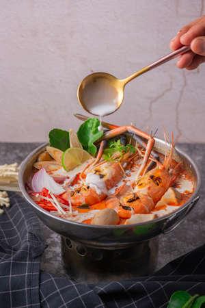Foto de Tom yum kung. Thai food style Seafood Hot Pot. Traditional Thai style food. - Imagen libre de derechos
