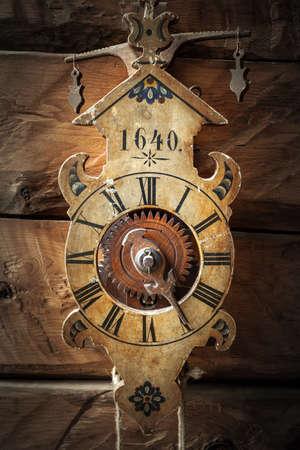 Photo pour antique wooden pendulum clock - still life - image libre de droit