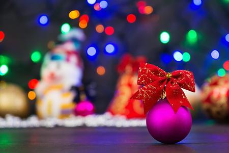 Photo pour Christmas background with balls and garland - image libre de droit
