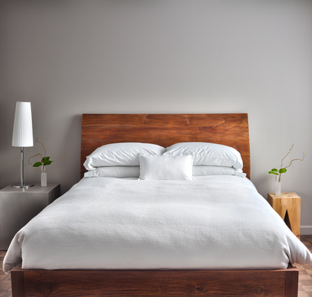 Photo pour Beautiful Clean and Modern Bedroom with empty wall  - image libre de droit