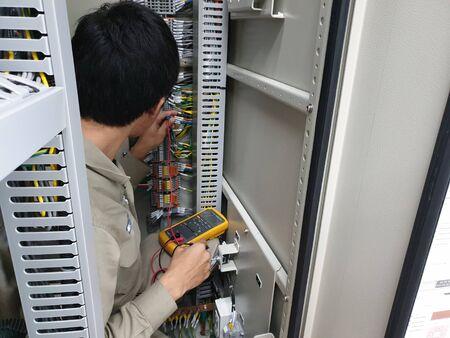 Photo pour Electrical measurement for PT loop test - image libre de droit