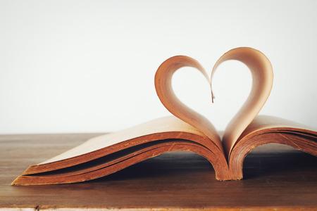 Photo pour The book of love, vintage - image libre de droit