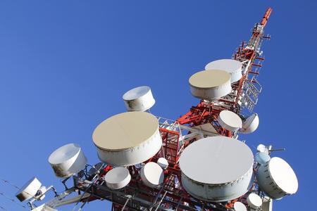 Photo pour Telecommunications tower against blue sky - image libre de droit
