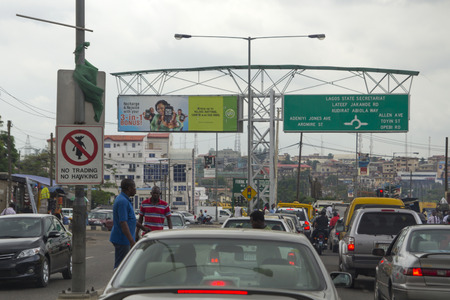 Photo pour LAGOS, NIGERIA - MAY 11, 2012: Traffic jam and city view of Lagos, the largest city in Nigeria and the African continent. Lagos is one of the fastest growing cities in the world, in Nigeria, on May 11, 2012 - image libre de droit