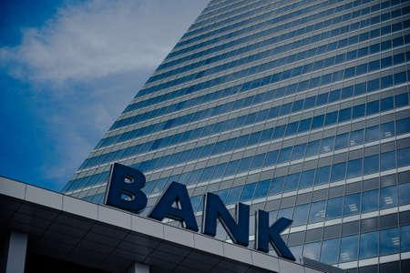 Photo pour Bank building - image libre de droit