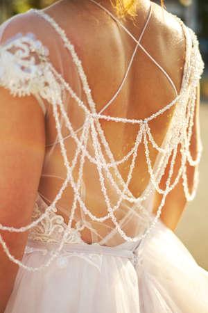 Foto de Bride looks out the window, wedding day, stands back - Imagen libre de derechos