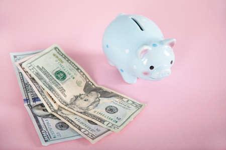 Photo pour money with piggy bank on the pink background - image libre de droit
