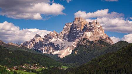 Photo pour Scenic view of Pelmo Mountain (italian dolomites) against blue sky - image libre de droit