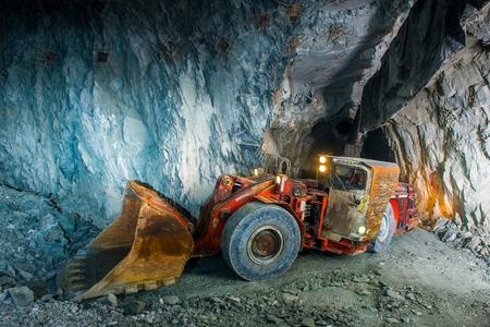 Photo pour Working inside gold mine tunnel. Gold mining. - image libre de droit