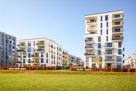 Photo pour Cityscape with residential buildings in late autumn - image libre de droit