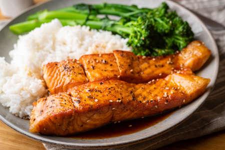 Photo pour salmon teriyaki with rice and boiled broccolini - image libre de droit