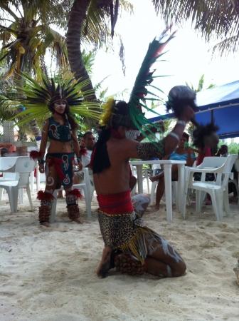 Aztec ritual representation . Ceremonia azteca .