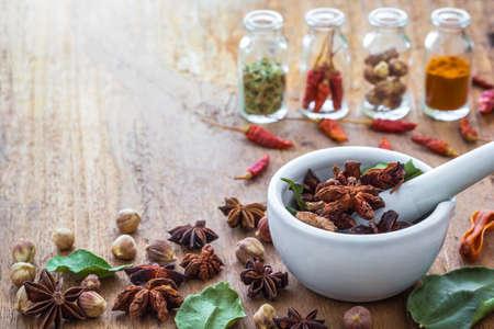 Foto de A photo of Mortar Grinder Herb and herbal medicine on wood table, Selective focus, Soft focus - Imagen libre de derechos