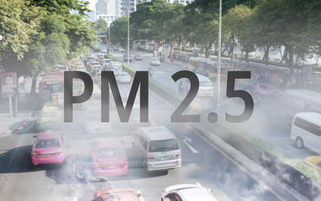 Photo pour Smog Road from PM 2.5 dust. Cityscape with bad air pollution. PM 2.5 concept - image libre de droit