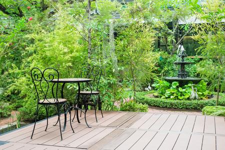 Photo pour Black chair in the garden for ralex - image libre de droit