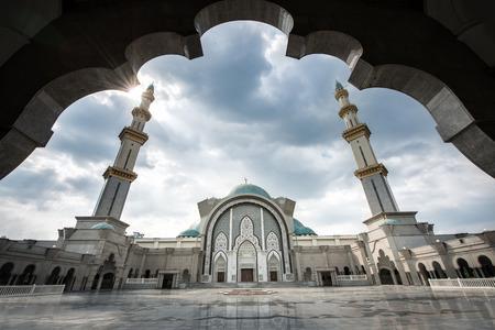 Photo pour Masjid Wilayah Persekutuan in Kuala Lumpur, Malaysia - image libre de droit