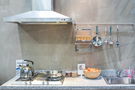 Photo pour Interior of kitchen with cooker hood, gas stove snd sink at home. Modern appliance kitchen. - image libre de droit