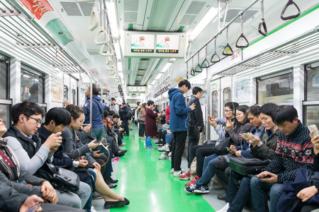 Photo pour Inside view of Metropolitan Subway in Seoul, one of the most heavily used underground system in the world at Seoul, South K - image libre de droit