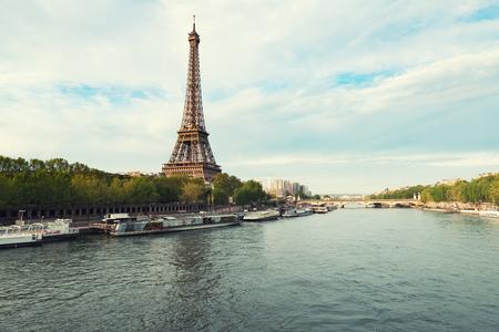 Photo pour Eiffel tower in Paris from the river Seine in spring season. Paris, France. - image libre de droit