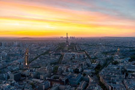 Photo pour Aerial view of Paris and Eiffel tower at sunset in Paris, France. - image libre de droit