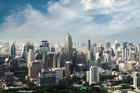 Photo pour Modern building in Bangkok business district at Bangkok city with skyline, Thailand. - image libre de droit