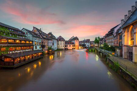 Foto de Quaint timbered houses of Petite France in Strasbourg, France. Franch traditional houses at Strasbourg, France. - Imagen libre de derechos