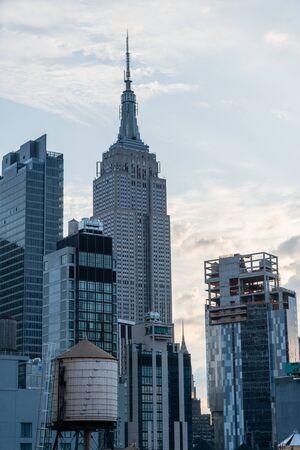 Photo pour Scenic Midtown New York City skyline vista after sunrise - image libre de droit
