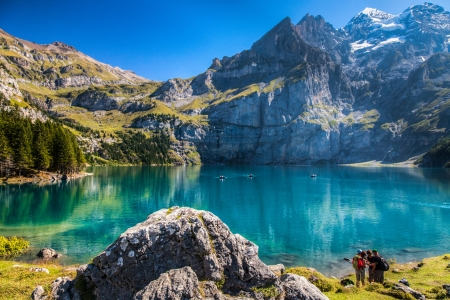 Photo pour The Oeschinen mountain lake ot Oeschinensee in Kandersteg, Switzerland  - image libre de droit