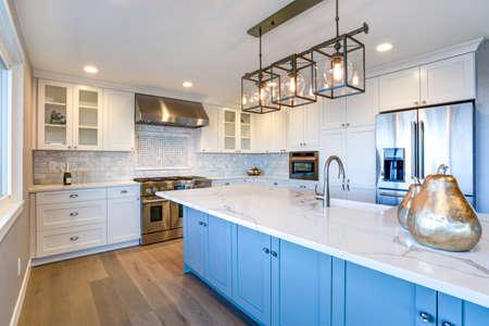 Photo pour Beautiful white kitchen with large marble island. - image libre de droit