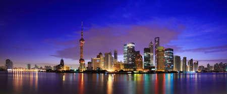 Foto de Shanghai landmark skyline at dawn city landscape - Imagen libre de derechos