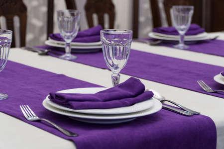 Foto de serving banquet table in a luxurious restaurant in purple and white style - Imagen libre de derechos