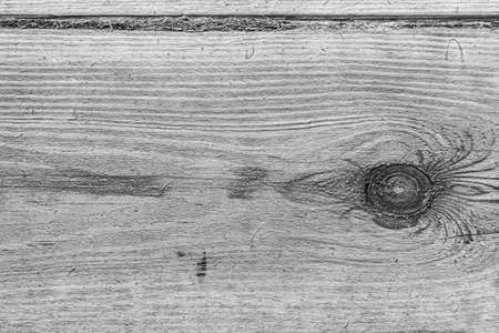 Photo pour Background with a texture of wood fibers with a black-and-white knot in monochrome. - image libre de droit