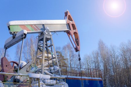 Photo pour Oil and gas industry. Silhouette oil pumps on a sunset sky background. Toned. - image libre de droit