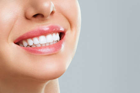 Photo pour Perfect healthy teeth smile of a young woman. Teeth whitening. Dental clinic patient. Stomatology concept. - image libre de droit