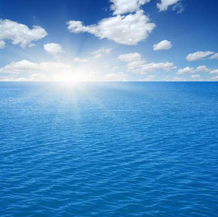 Photo pour Blue sea and sun on sky - image libre de droit