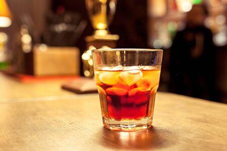 Photo pour alcohol cocktail in a bar - image libre de droit