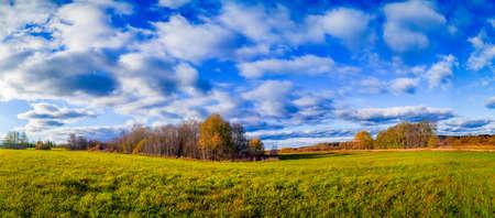 Photo pour Panorama landscape of autumn. Beautiful scenery. The colors of autumn. Orange trees. New season. Nature - image libre de droit
