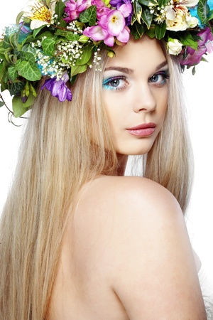 Foto de Closeup portrait of beautiful young girl with flower wreath on her head - Imagen libre de derechos