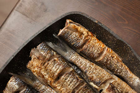 Photo pour Many Grilled spicy fish on plate. Roasty fish. - image libre de droit