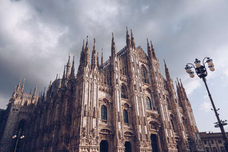 Photo pour Milan Cathedral church - italy lombardy - cloudy day - image libre de droit